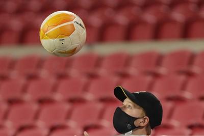 Hé kijk, een ballenjongen van onze Ajax Jonge Schare! © Pro Shots
