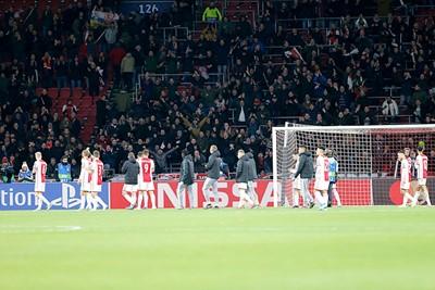 De F-side laat weten nog altijd veel van Ajax te houden. En terecht! © De Brouwer