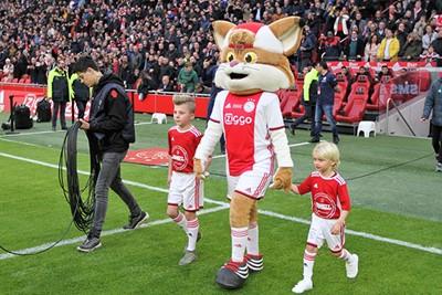 Lucky maakt zoals altijd vrienden voor het leven. © Ajax Kids Club