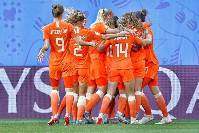 oranje-vrouwen-1200
