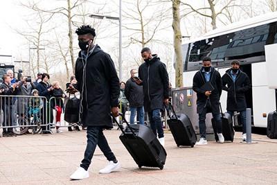 Ajax arriveert in Heerenveen voor de start van een spannende voetbalmaand! © Pro Shots