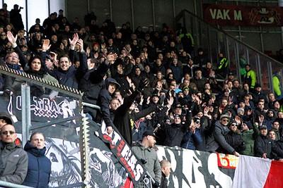 We blijven zingen, in de hoop dat het Ajax door de slotfase heen sleept...