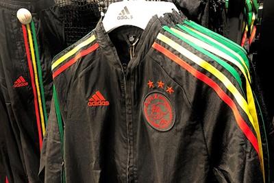 Trainingsjack in de kleuren van het Europese shirt. © Ajax Life
