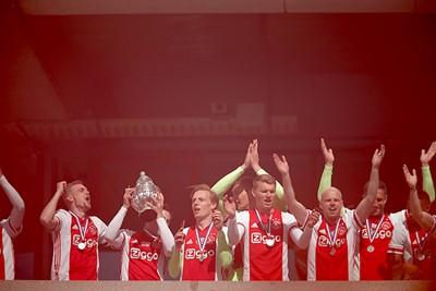 Ook de KNVB-beker wordt nog maar een keertje getoond! © De Brouwer