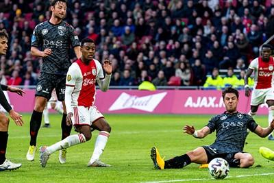 AMSTERDAM, 19-01-2020, football, Johan Cruijff ArenA, Dutch eredivisie, season 2019-2020, Ajax player Ryan Gravenberch scores the 2-0, during the match Ajax - Sparta,