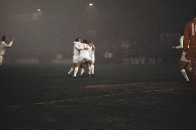 Juichen! 5 keer maar liefst in de dikke mist. © Guus de Jong/SV Ajax