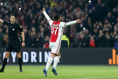 Jawel, de jongst scorende debutant ooit in het Ajaxshirt! © De Brouwer