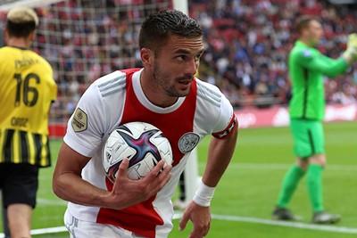 Tadic verzorgt een assist op Edje. © De Brouwer