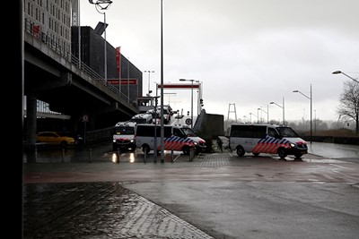 Zij mogen wel samenscholen op de dag van Ajax - Feyenoord. © De Brouwer