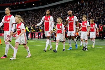 Daar loop je dan in het echte Ajaxshirt. Gaaf! © De Brouwer