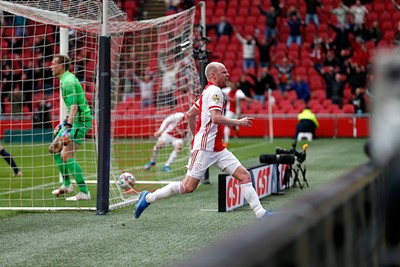 BAM! 2-0! Weer Klaassen! Held! © De Brouwer