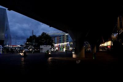 Het begint inmiddels donker te worden. Het voelt nu nog desolater... © De Brouwer