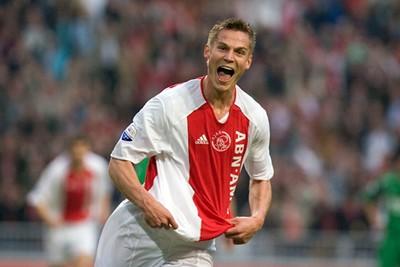 2005/06: Rosenberg is blij met zijn shirt, maar wéér die doorbroken baan... Brr! © AFC Ajax