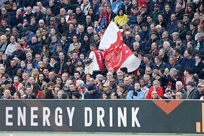 Een thuiswedstrijd is niet compleet zonder actie van vlagrenner Gerard! © De Brouwer