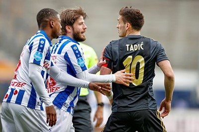 Tadic is nijdig op Van Hecke, maar Schöne gaat voor de Nobelprijs voor vrede. © Pro Shots