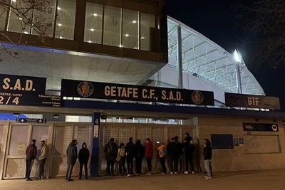 Hier proberen mensen nog wat laatste kiekjes te scoren. © Ajax Life
