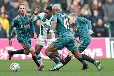 GRONINGEN, 26-01-2020, Hitachi Capital Mobility Stadium Dutch football Eredivisie season 2019-2020.  Groningen - Ajax. Joel Asoro of FC Groningen, Ryan Babel of Ajax