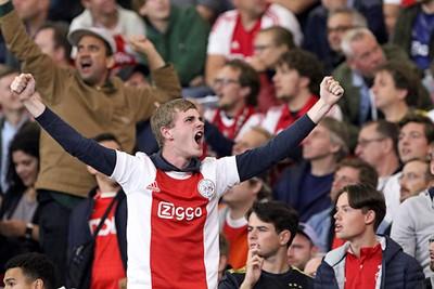 Ajax doet dingen met een mens, deel 2. © De Brouwer
