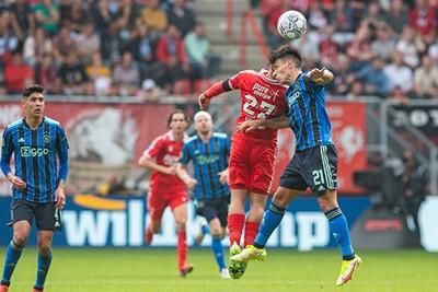 Ajax laat Twente in de duels komen, precies wat de thuisploeg wil. © Pro Shots