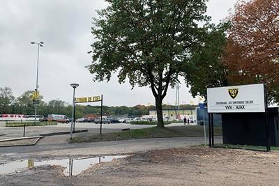Bij amateurclubs blijven die aankondigingsborden leeg, dat is nog erger. © Ajax Life