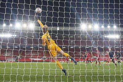 Mazraoui dwingt derde doelman Kelleher tot een knappe redding. © Pro Shots
