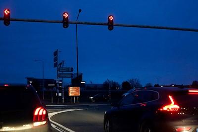 Dit beeldt mooi de crisis bij Ajax uit: zowel linksaf als rechtsaf staat op rood. © De Brouwer