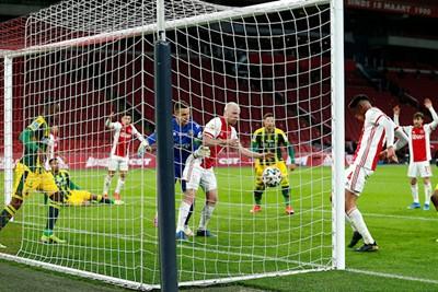 Álvarez met niet het allermoeilijkste doelpunt uit zijn loopbaan. © De Brouwer