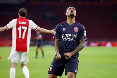 Danilo is lief voor de club waar hij onder contract staat. Erg lief! © Pro Shots