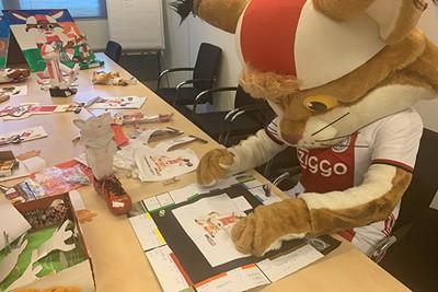 Jelle Timmermans maakte een Monopolyset voor Lucky! © Ajax Kids Club