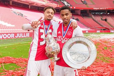 Kijk, die twee jochies uit de voorbereiding. Dit is zo ontzettend Ajax! © AFC Ajax