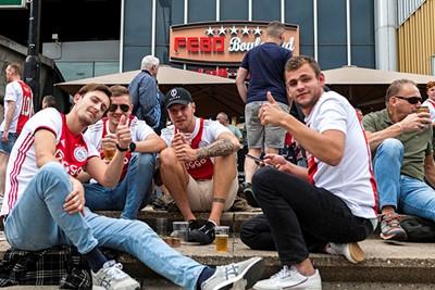 Lekker met je maten naar Ajax, wat hebben we het gemist. © Björn Martens
