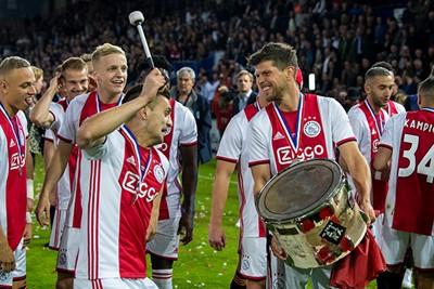 Trommelen met Tadic voor een uitzinnig uitvak. Prachtig! © Ajax Images
