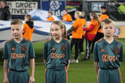 Het kan nu toch niet lang meer duren...? © Ajax Kids Club