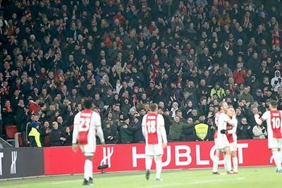 Juichen op het veld, juichen op de tribunes. Zo zien we het graag! © De Brouwer