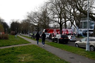 Waar je ook gaat, scooters volgen overal! © De Brouwer