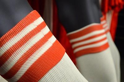 Op de sokken staan 'gewoon' rode Adidasstrepen. © Ajax Life