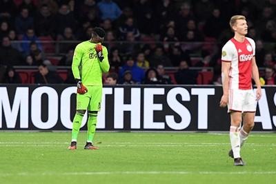 Voor de tweede keer raakt Ajax een marge van zes punten kwijt. © Pro Shots
