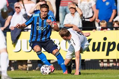 Het is heerlijk om Tadic weer in actie te zien voor Ajax. © Pro Shots