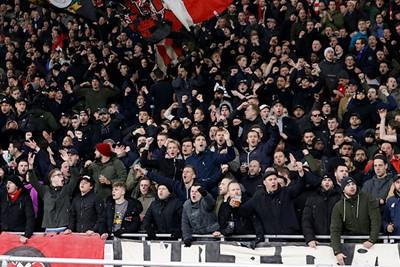 En aan het sfeertje ligt het echt niet: Ajax krijgt volle bak steun! © De Brouwer