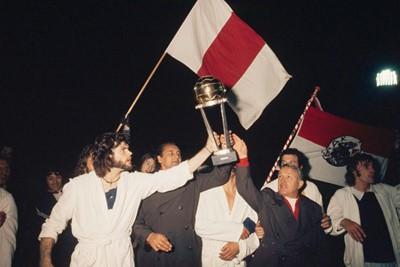 De wereldbeker. Ajax de beste, Huslhoff de grootste. SV Ajax / Guus de Jong