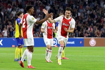Is dit na hetzelfde doelpunt? Nee, na de 2-0 alweer! © De Brouwer