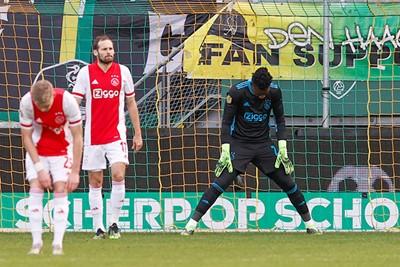Tot twee keer toe profiteert ADO van de laksheid bij Ajax... © Pro Shots