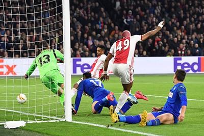 En dan is het Danilo die zijn eerste doelpunt namens Ajax maakt! © Pro Shots
