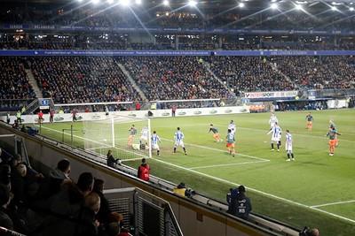 Het is blijkbaar geen buitenspel en dus is de 0-2 in de maak, uit een corner! © De Brouwer