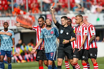 Het seizoen start met een krappe 0-1 bij Sparta en rood voor Tagliafico. © Pro Shots