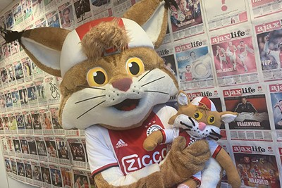 Thijs Verbart (10) stuurde deze zachte knuffellucky! © Ajax Kids Club