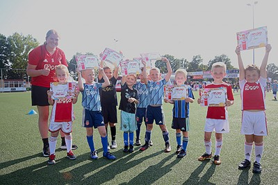 Iedereen naar huis met een Ajax Kids Tour-diploma op zak. © De Brouwer