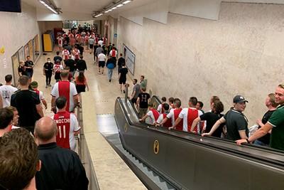 Denk bij dit plaatje harde Ajaxliedjes en glimlachende Benfica-supporters © Ajax Life