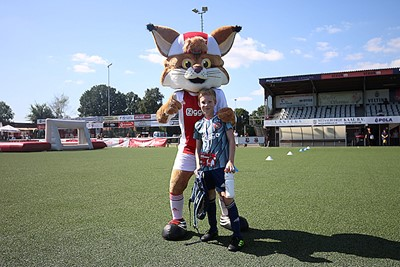 Ajax Kids Clublid Naud gaf DVC