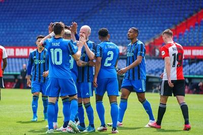 Feyenoord komt als eerste tot een treffer. Maar wel in eigen doel. © Pro Shots